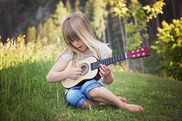ギターと少女