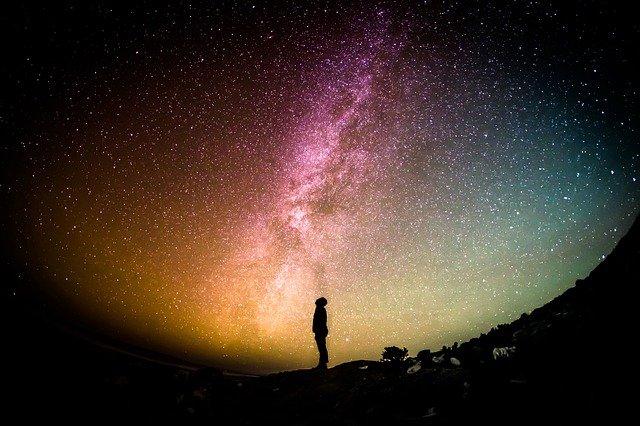 星空と男性