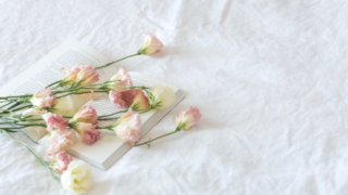 ベッドシーツと薔薇